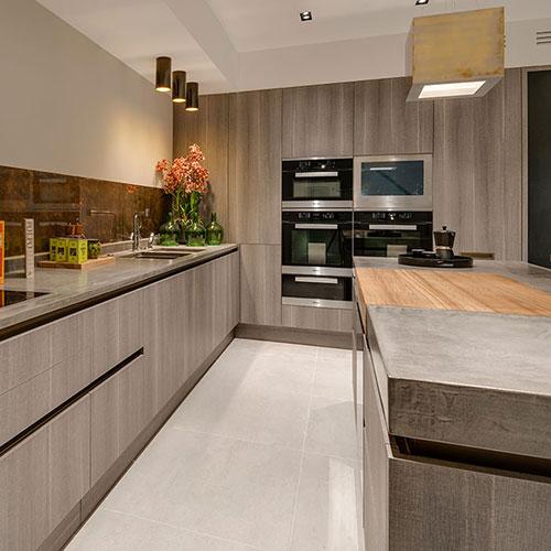 Unique, Contemporary Béton-Ciré Kitchen